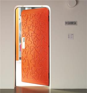 Por qu las puertas de los pisos se abren hacia adentro y for Puertas que abren hacia afuera