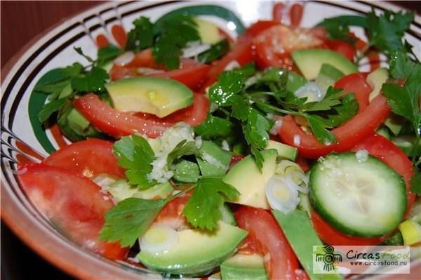 Салат с огурцом и помидором рецепт с