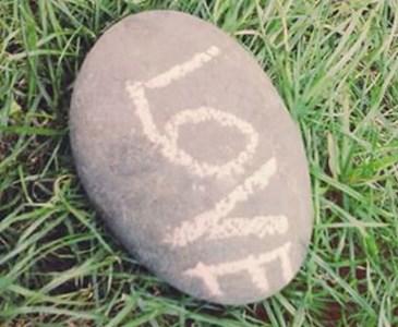Sierpniowe Polowanie Na Kamien Z Napisem Love D Toluna