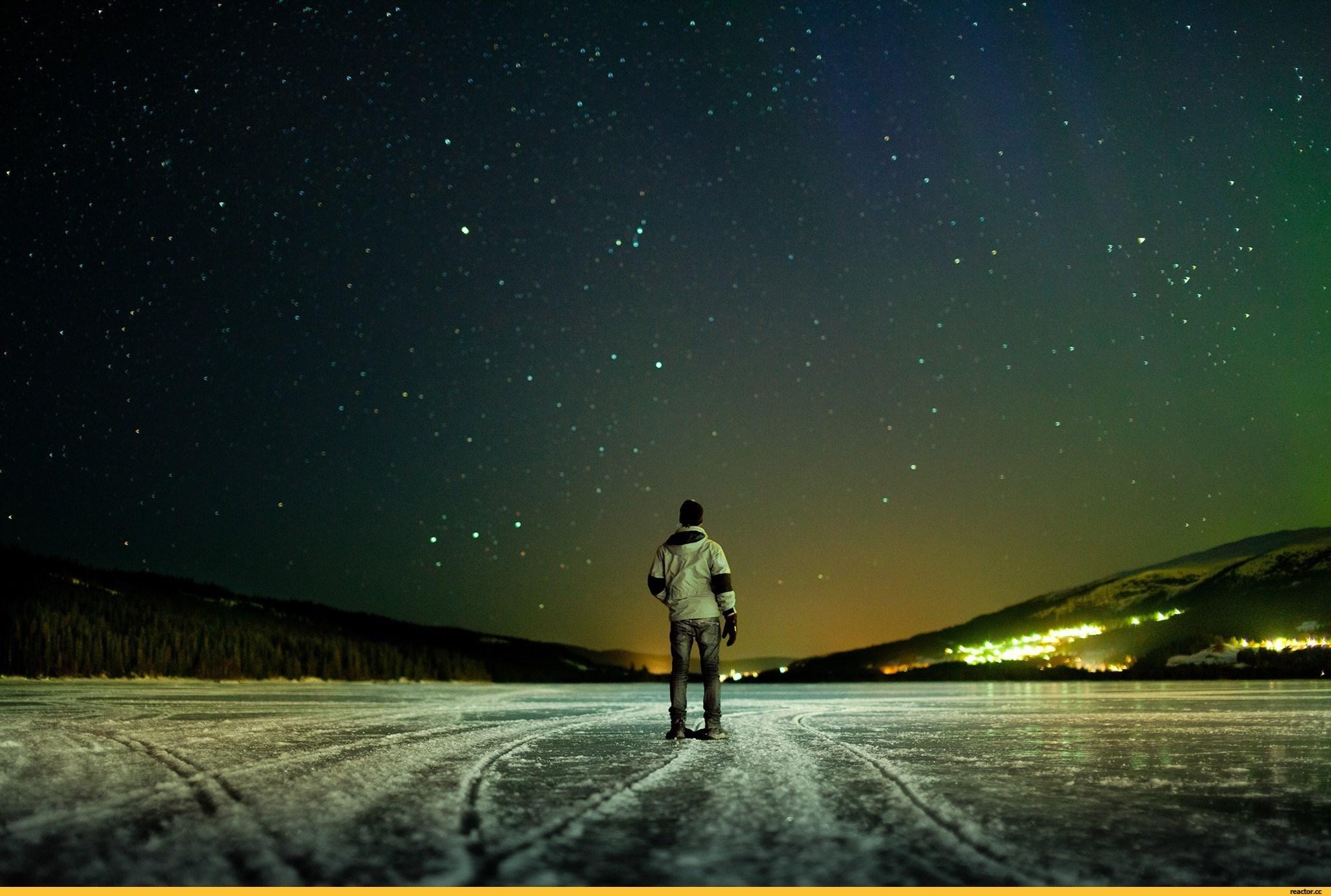 вишневая bmw под звездным небом  № 2384204 бесплатно