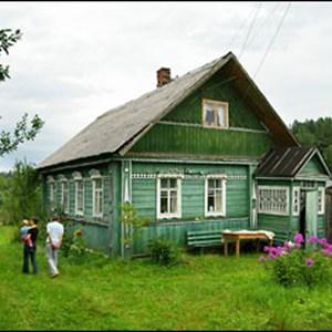 l 39 isba est la maison traditionnelle russe construite en bois et qui ressemble un chalet. Black Bedroom Furniture Sets. Home Design Ideas