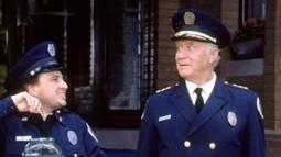 Addio comandante lassard capo della scuola di polizia più pazza
