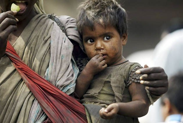 should people give money to beggars Should i give money to beggars i know few people who have a consistent policy regarding donations to beggars those who believe one should give to beggars.