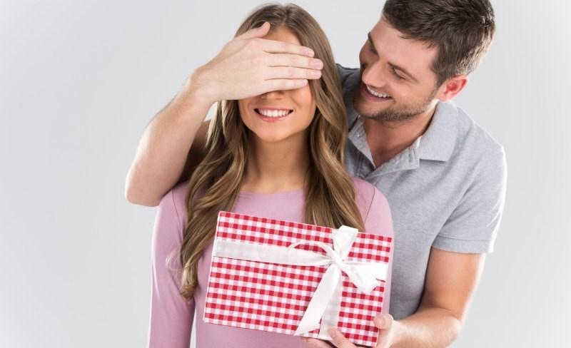 Мужчина любит но не дарит подарков 90