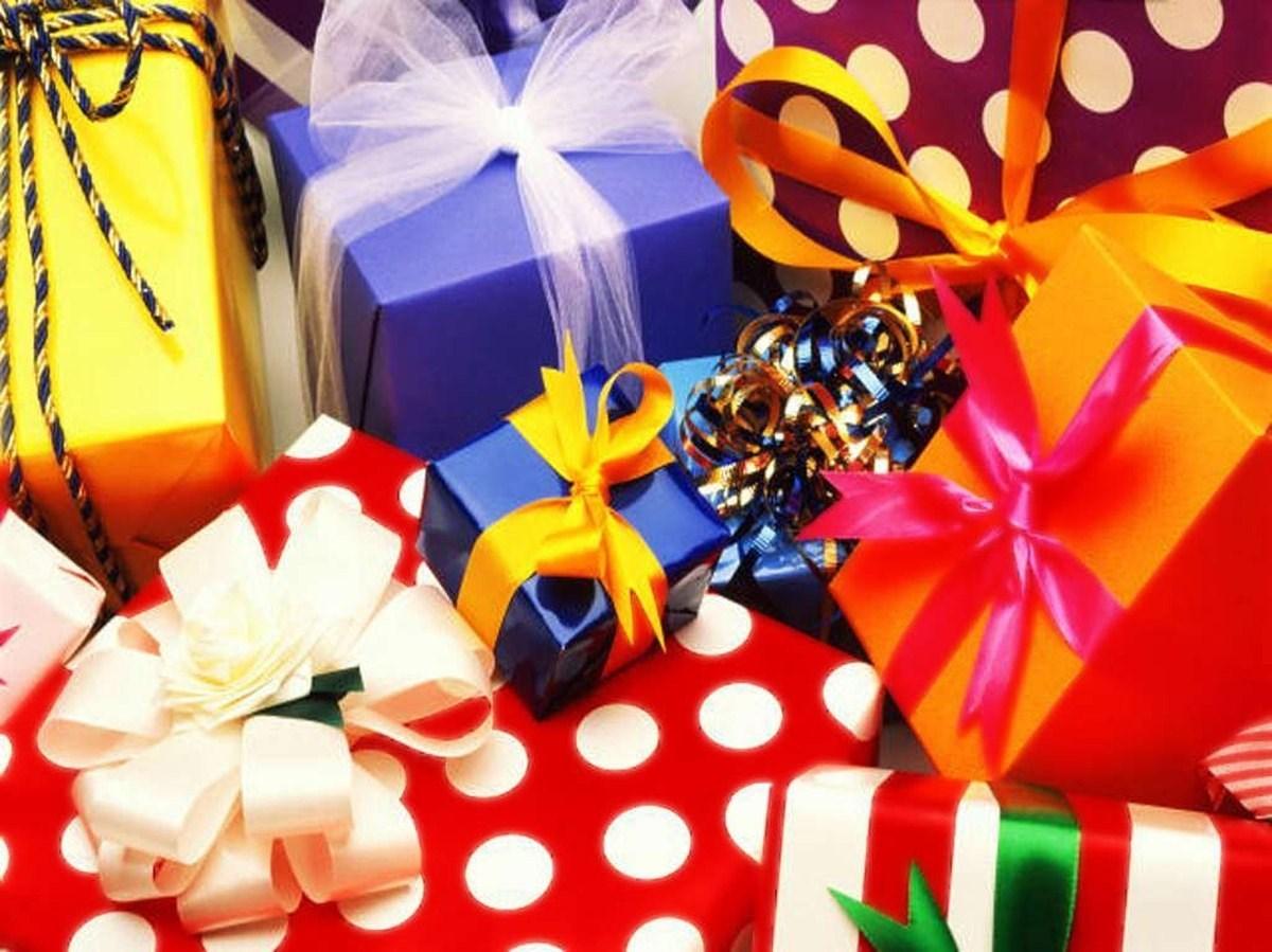 Как поздравить золовку с днем рождения оригинально с вручением подарков