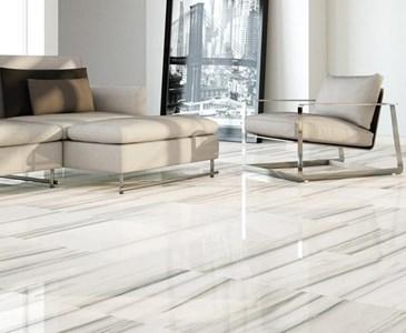 Per il pavimento di un soggiorno preferiresti piastrelle lucide