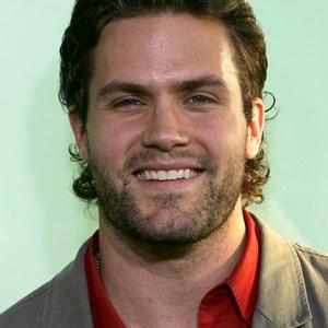 Beard or No Beard? How do you prefer actor/TV personality
