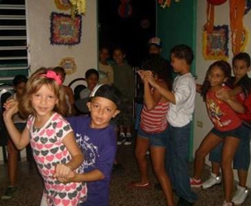 Resultado de imagen para niños bailando reggaeton