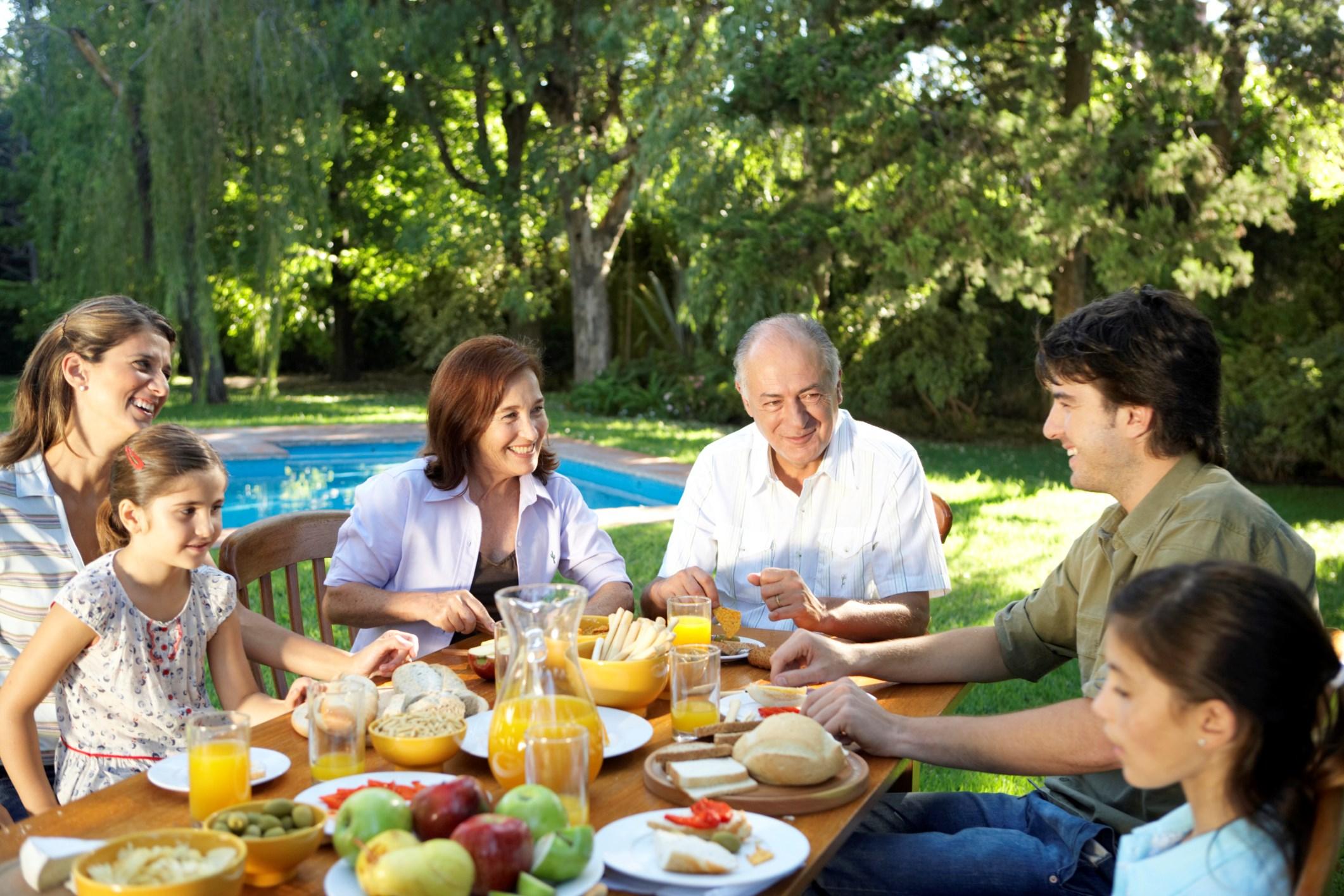 Almorzando en familia... | Toluna