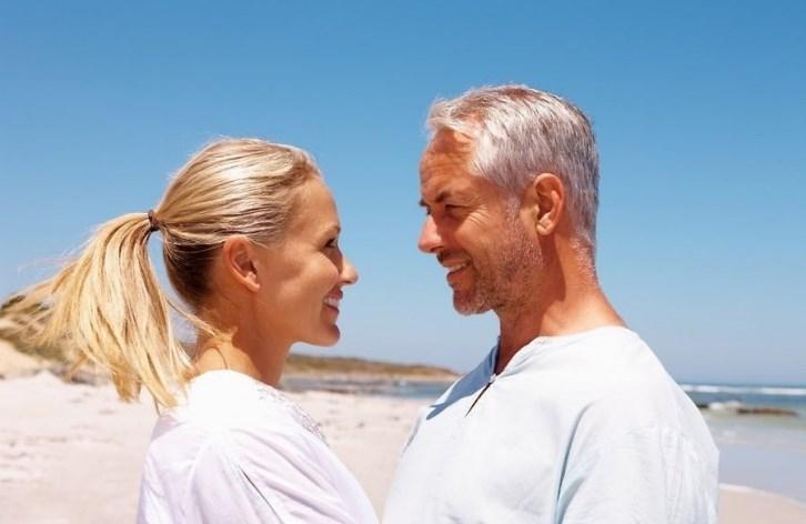 вкус старый мужчина молодая девушка фотографии отличается высоким
