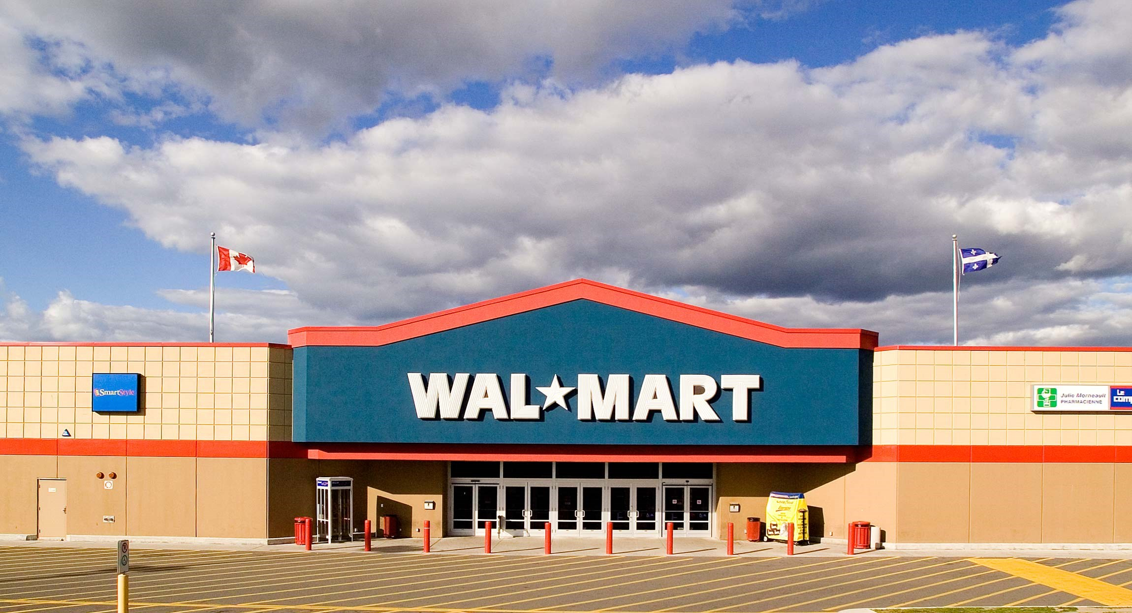 """karen olsson's up against wal mart John edwards engl 1013 composition 1 4/28/2012 argumentative synthesis """"up against wal-mart"""" """"progressive wal-mart really"""" profiting an average of 18 million every hour, managing 22 million employees in over 11,000 stores in 27 countries, according to fortune global 500 list in 2014 wal-mart is the worlds largest company by revenue."""