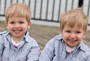 Separar a los hermanos gemelos o mellizos en la escuela