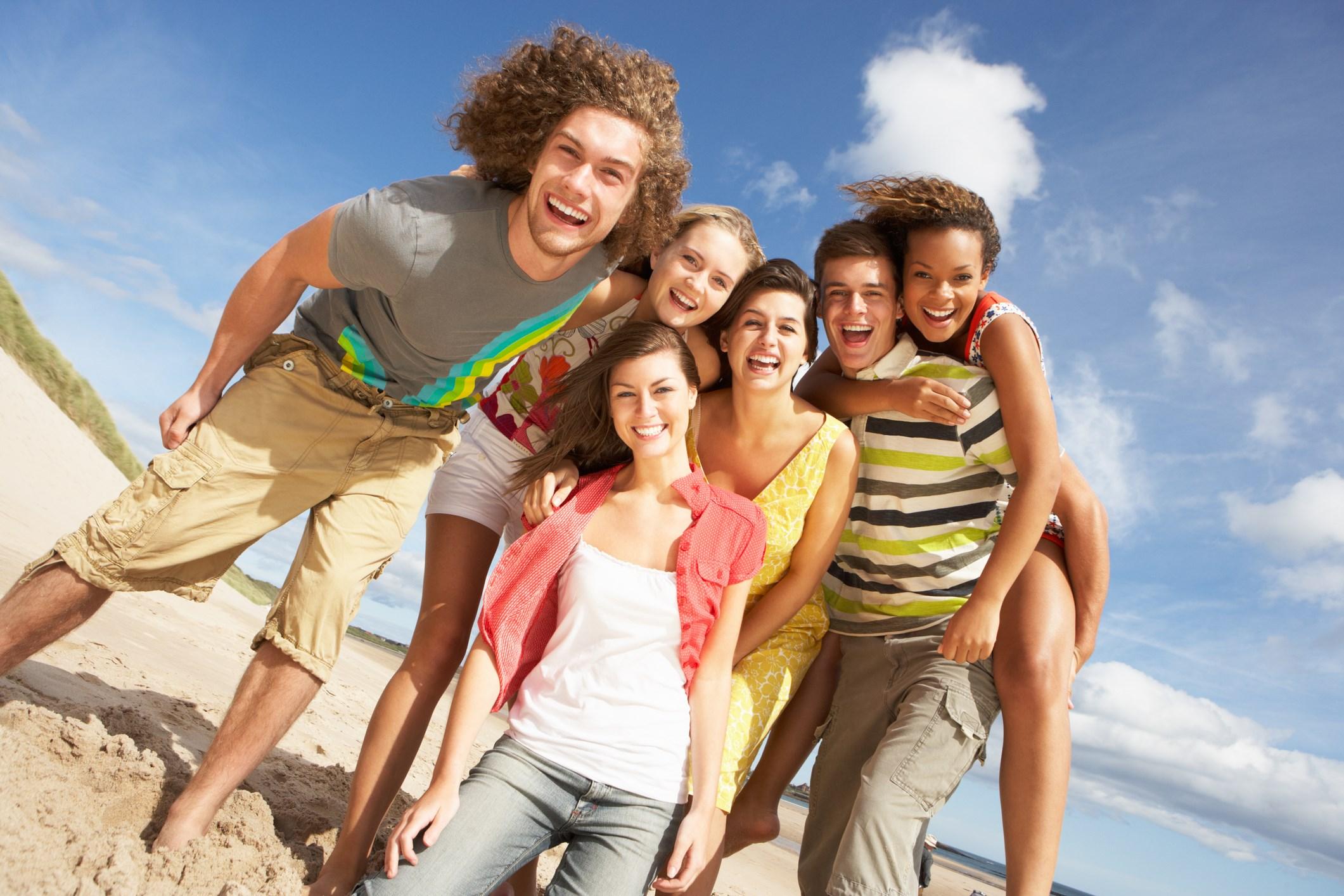 может молодежь познает радости пляже