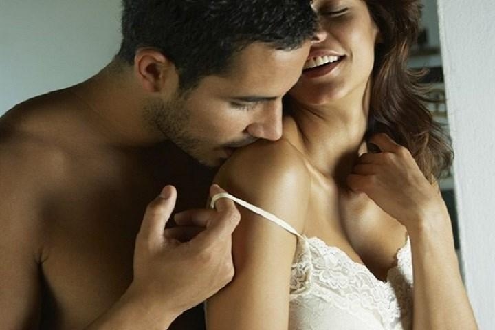 занимаясь сексом ласка женских сосочков часто середины бедра